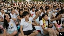 Ribuan mahasiswa Hong Kong melakukan reli untuk memrotes kebijakan Beijing (22/9).