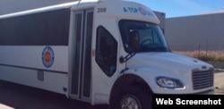 在优胜美地附近撞树的同一类型巴士(A Top Line 旅游公司网络截图)