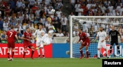 ရီးယဲလ္အတြက္ ဒုတိယဂိုးကို လွလွပပ ကန္သြင္းယူေနသည့္ Gareth Bale ။ ၂၆ ေမ ၂၀၁၈။