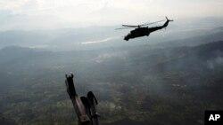 Un piloto acusado de narcotráfico dijo a la AP que los militares peruanos cobran 10.000 dólares por vuelo para permitirles aterrizar y despegar sin que nadie los moleste.
