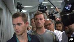 Američki plivači Gunar Benc i Džek Konger na aerodromu u BraziluJ
