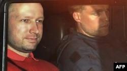 Breivik Utoeya adasında cinayət yerində hadisənin detallarını açıqlayıb