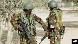 Wanajeshi wa Kenya wakijiandaa kuingia Liboi huko Somalia.