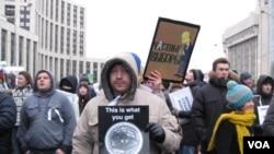 2011年12月24日莫斯科的反政府和反普京示威。(美国之音白桦拍摄)