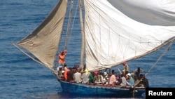 Sebuah kapal yang sarat dengan imigran gelap dari Haiti terlihat di perairan lepas pantai Florida (Foto: dok). Sedikitnya 18 orang dilaporkan hanyut di perairan sebelah Utara Haiti, Rabu (25/12).