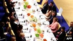 مراسم شام طی اجلاس گروه بیست با حضور صدر اعظم آلمان، پرزیدنت ترامپ، ولادیمیر پوتین، و دیگر سران اجلاس