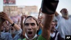 埃及被推翻的總統穆爾西的支持者8月12日在阿比亞清真寺外舉行抗議