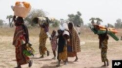 Des personnes déplacées à Yola au Nigeria le 8 décembre 2015. (AP Photo/Sunday Alamba)