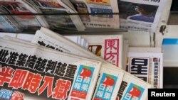 香港报摊上的苹果日报(路透社2021年5月17日)