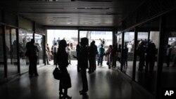 Las fallas eléctricas se producen a menos de un mes después de un gran apagón que afectó a Caracas y dos estados del centro del país.
