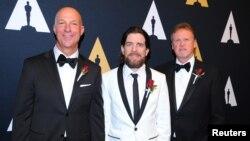 Teknisi film penerima penghargaan 'Technical Achievement Award' tahun ini dari kiri: Michael Kirilenko, Mike Branham dan Steve Smith di Beverly Wilshire Hotel, Beverly Hills, California (foto: dok).
