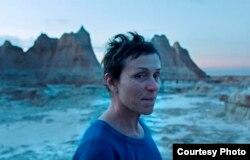 Frances McDormand Nomadland'le üçüncü kez en iyi kadın oyuncu ödülüne layık görüldü.