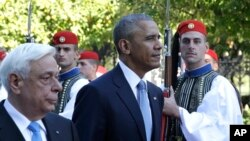 US President Barack Obama and his Greek President Prokopis Pavlopoulos review the Presidential Guard in Athens, Nov. 15, 2016.