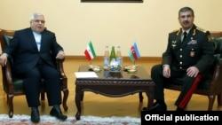 Müdafiə naziri Zakir Həsənov və İran səfiri Möhsün Pakayi