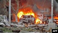 Serangan bom mobil di Ambassador Hotel di Mogadishu, hari Rabu (1/6).