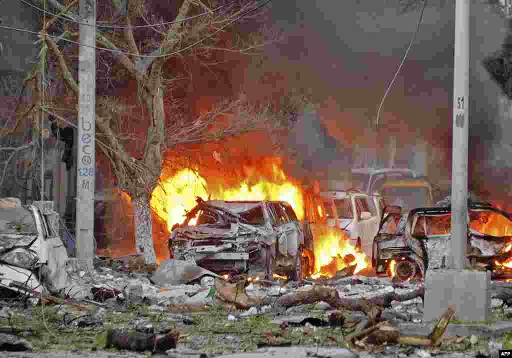 حمله تروریست های الشباب به هتل سفیر در پایتخت سومالی، چند کشته بر جای گذاشت.