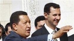 راست: بشار اسد، رییس جمهوری سوریه به همراه هوگو چاوز، رییس جمهوری ونزوئلا در دمشق، کاخ ریاست جمهوری