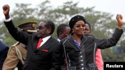 Zimbabwean President Robert Mugabe and his wife Grace. (File Photo)