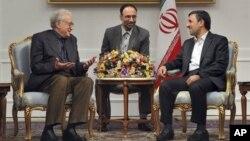 Utusan PBB-Liga Arab untuk Suriah, Lakhdar Brahimi bertemu Presiden Iran Mahmoud Ahmadinejad di Teheran (14/10).