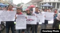 """Kelompok """"Save Garut"""" berunjuk rasa di Garut, Jawa Barat, Minggu (3/3/2019) menuntut pemerintah membatalkan penurunan status Kamojang dan Papandayan. (Courtesy: Save Garut)"""