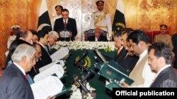 نگراں وفاقی کابینہ نے منگل کو حلف اٹھایا تھا۔