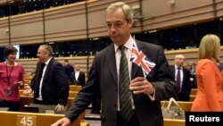 نایجل فاراژ، رهبر حزب استقلال بریتانیا از رهبران جدایی بریتانیا از اتحادیه اروپا بود.