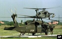 1997年8月28日两架美国UH-60黑鹰直升机从位于波斯尼亚和黑塞哥维那附近的美国陆军麦戈文营地起飞。