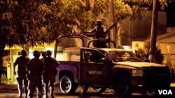 El gobierno de México autorizó la salidad de militares para brindar seguridad a la ciudad de Veracruz.