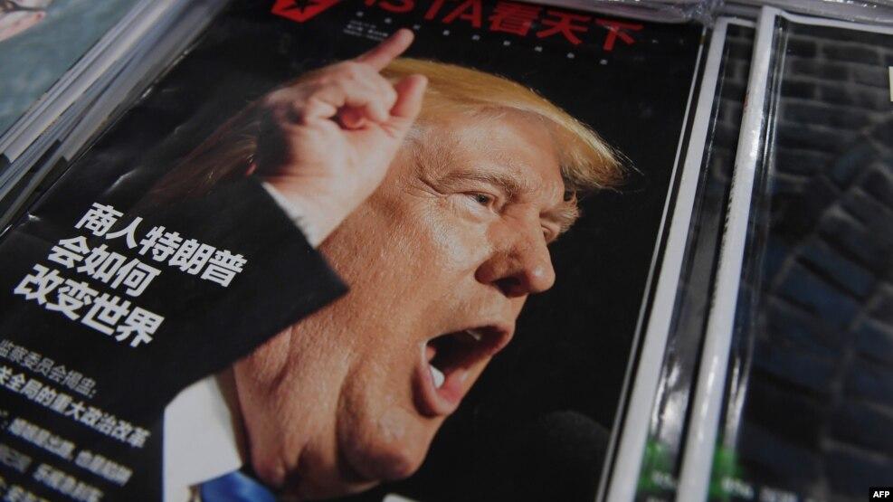 """Hình minh họa - Một tạp chí bày bán tại Bắc Kinh có bài viết về ông Trump với tựa đề """"Doanh nhân Trump sẽ thay đổi thế giới thế nào""""."""