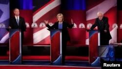 美國民主黨總統參選人參加1月17日在南卡舉行的總統辯論大會。