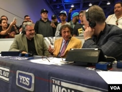 NFL legend, former quarterback Joe Namath chats with sports talk radio hosts at Radio Row for Super Bowl 50, at the Moscone Convention Center in San Francisco, Feb. 5, 2016. (P. Brewer/VOA)