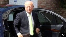 Kepala Badan Tenaga Atom Internasional (IAEA) Yukiya Amano saat tiba di Palais Coburg, tempat perundingan nuklir Iran di Wina, Austria, Selasa (30/6).