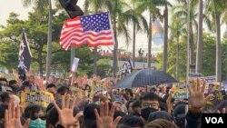 Người biểu tình cầm cờ Mỹ trong một số cuộc biểu tình ở Hong Kong.