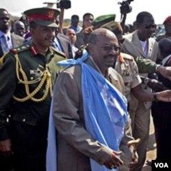Presiden Omar al-Bashir saat mengunjungi Juba, ibukota Sudan selatan, Selasa 4 januari 2010.