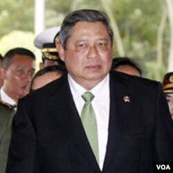 Presiden Susilo Bambang Yudhoyono memutuskan untuk berkantor sementara di Gedung Agung Yogyakarta, dan menyatakan penanganan bencana di bawah koordinasi BNPB.