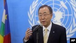 Le Secrétaire général de l'ONU, Ban Ki-moon, s'adressant à la presse le 5 avril 2014 à Bangui (Archives)