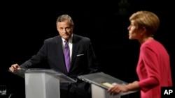 北卡州现任共和党籍国会参议员理查德·布尔与民主党挑战者黛伯拉·罗斯进行电视辩论。(2016年10月31日)