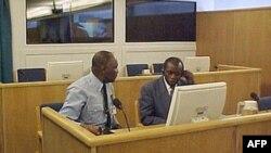 Tòa án ở Arusha, Tanzania ngày hôm nay tuyên án 30 năm tù cho cựu tư lệnh lục quân Augustin Bizimungu (phải)