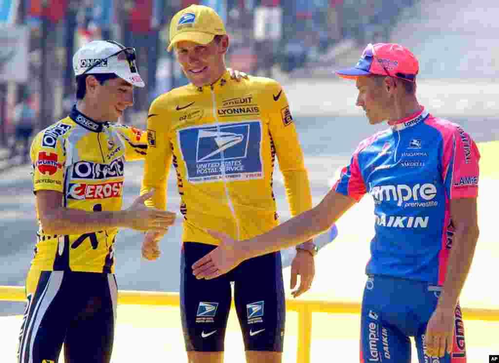 28جولائی 2002ء: آرمز اسٹرانگ نے متواتر چوتھی بار ٹور ڈی فرانس جیتا۔