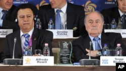 Alfredo Hawit, izquierda, tiene pancreatitis y diabetes y necesita una dieta especial que no tuvo en prisión en Suiza.