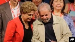 La presidenta de Brasil, Dilma Rousseff es protegida del ex presidente Luiz Inacio Lula da Silva. Lula pidió el jueves a los miembros del Partido de los Trabajadores, al que pertenecen ambos, que apoyen las medidas de austeridad fiscal.