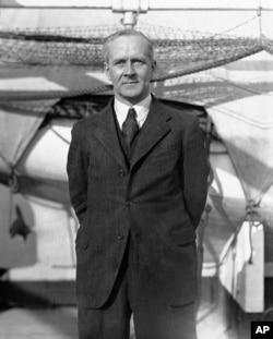 Sir Arthur Whitten Brown dalam lawatan singkat di New York, 19 Oktober 1931. Brown bersama pilot Sir John Alcock melakukan penerbangan tanpa henti menyeberangi Atlantik pertama di dunia pada 1919. (Foto: AP)