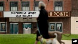 Američki bioskopi zatvoreni su zbog pandemije koronavirusa a gledaoci kod kuće često gledaju filmove o tajanstvenim virusima.