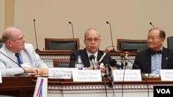 4일 대니얼 러셀 국무부 동아태 담당 차관보(가운데)가 워싱턴의 민간단체인 한미연구소 (ICAS) 주최 토론회에서 발언하고 있다.