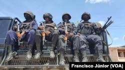 Patrulha das tropas do Ruanda em Mocímboa da Praia, Cabo Delgado, Moçambique