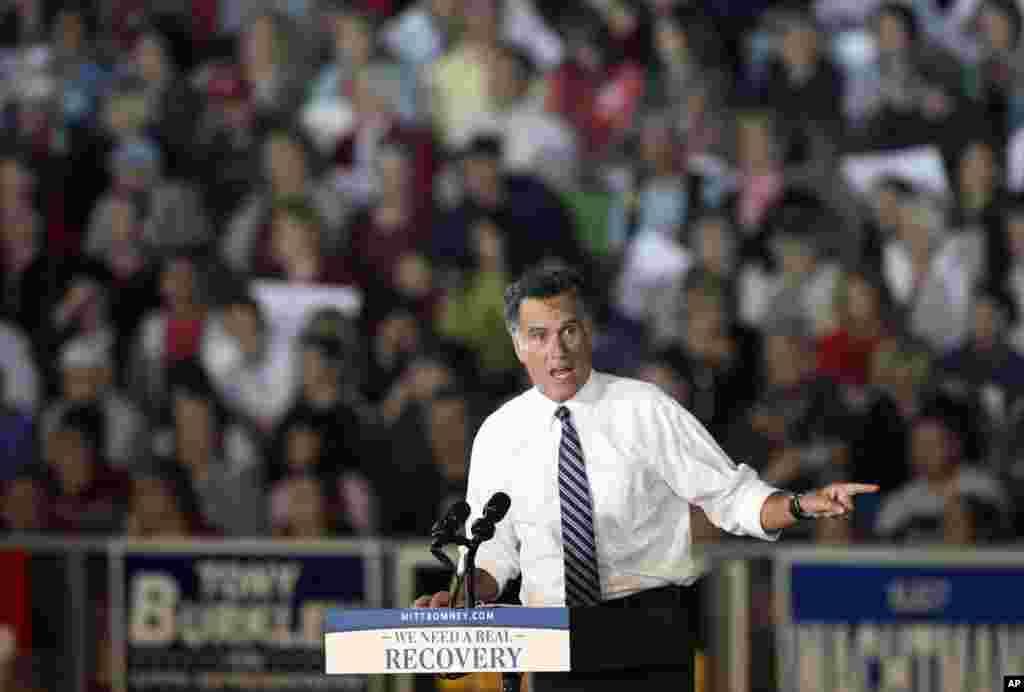 Le candidat républicain Mitt Romney lors d'un meeting électoral au lycée de Defiance, dans l'Etat de l'Ohio