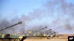 Самоходные артиллерийские установки сирийской армии на огневой позиции (архивное фото)