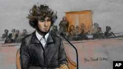 (Croquis) Dans cette salle d'audience, Marathon de Boston attentat suspect Dzhokhar Tsarnaev est représenté assis devant un tribunal fédéral à Boston jeudi 18 décembre 2014.