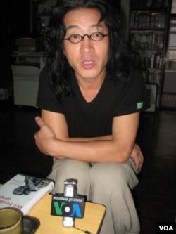 独立中文笔会主席,流亡诗人贝岭(申华拍摄)