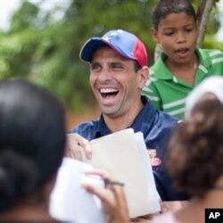ທ່ານ Henrique Capriles ຜູ້ນໍາພັກຝ່າຍຄ້ານຂອງເວເນຊູເອລາ (AP Photo/Miguel Gutierrez)